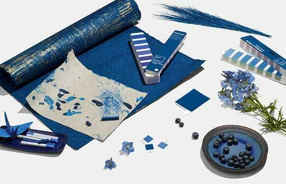 Warna biru klasik menjadi Color of the Year 2020. (pantone.com)