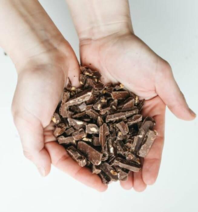 Makan cokelat hitam atasi diare.