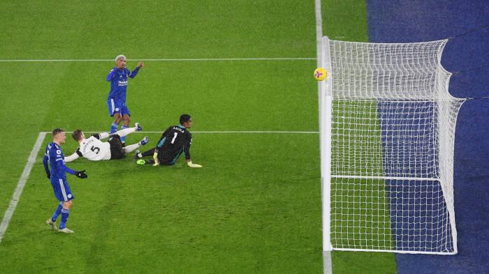 Pemain Leicester City Wesley Fofana melewatkan kesempatan untuk mencetak gol