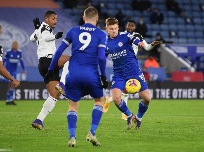 Harvey Barnes dari Leicester City mencetak gol pertama mereka