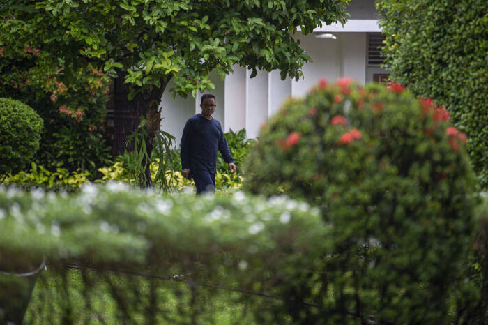 Gubernur DKI Jakarta Anies Baswedan berolah raga