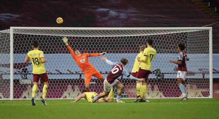 Tembakan Aston Villa Jack Grealish ke gawang