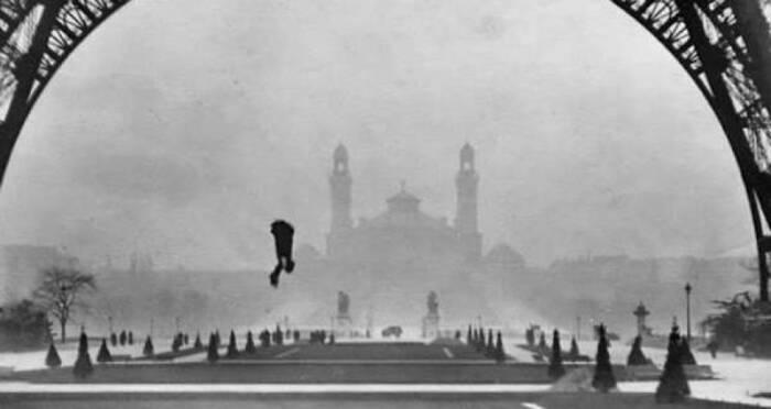 Franz Reichelt saat dia jatuh ke tanah.