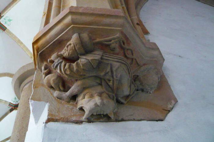 Patung pencambuk anjing, atau hondenslager, di Grote Kerk, Haarlem