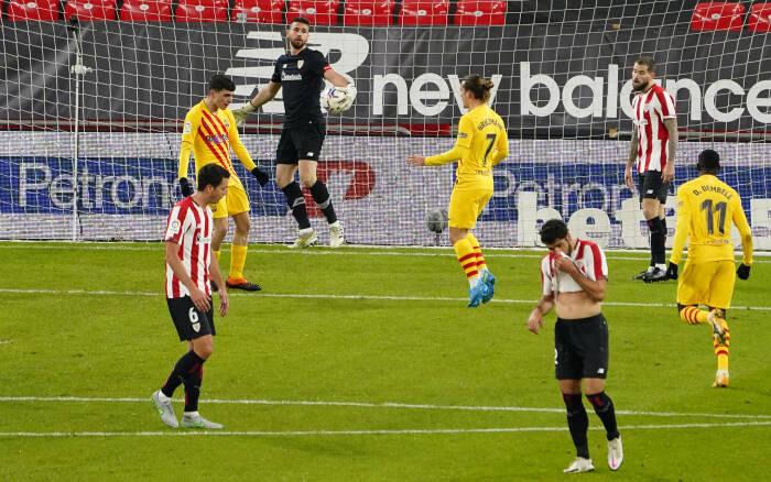 Pedri Barcelona merayakan mencetak gol pertama mereka dengan rekan satu timnya