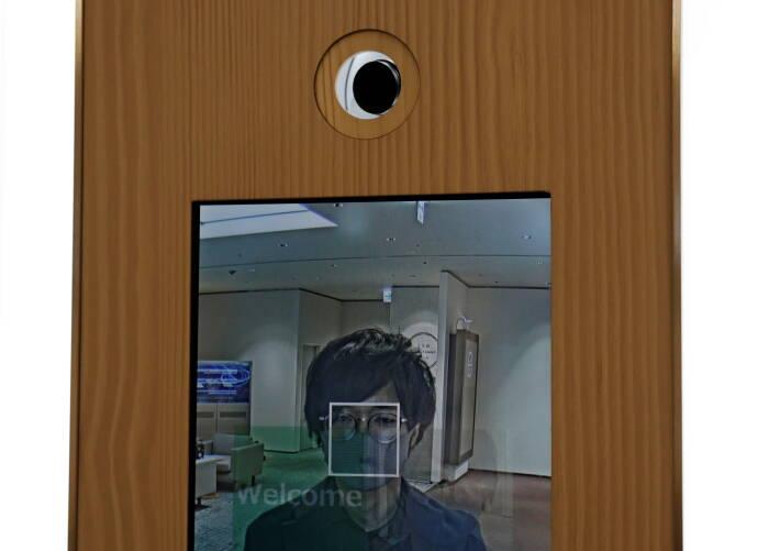 Kamera dan monitor untuk sistem pengenalan wajah