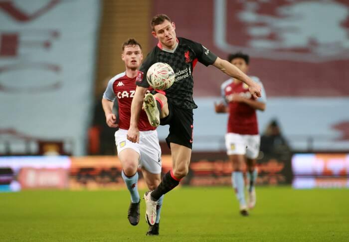 James Milner dari Liverpool beraksi