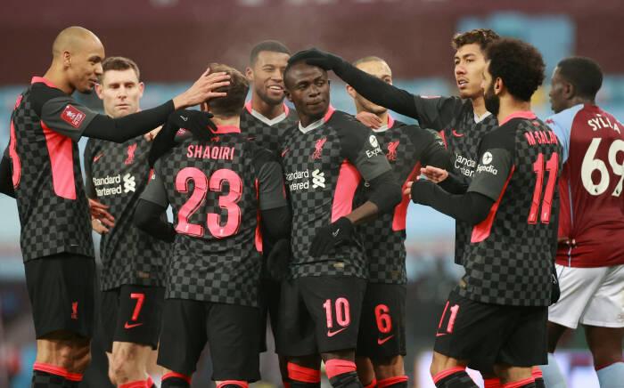 Sadio Mane dari Liverpool merayakan mencetak gol ketiga mereka