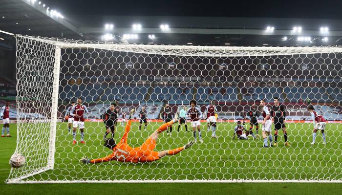 Georginio Wijnaldum dari Liverpool mencetak gol kedua mereka