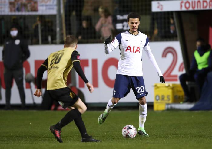 Dele Alli dari Tottenham Hotspur beraksi dengan Jay Devine dari Marine AFC