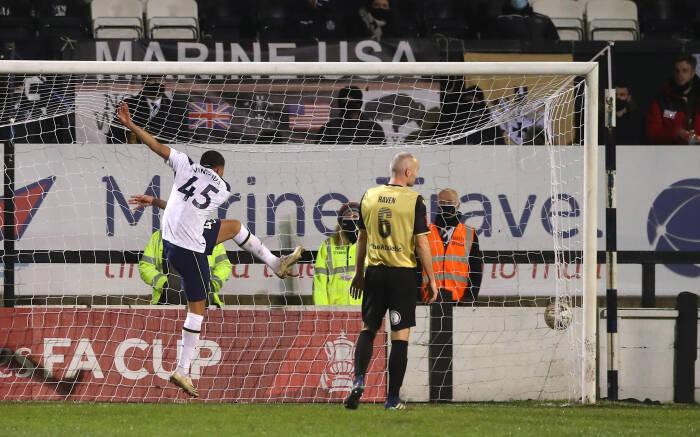 Carlos Vinicius dari Tottenham Hotspur mencetak gol pertama mereka