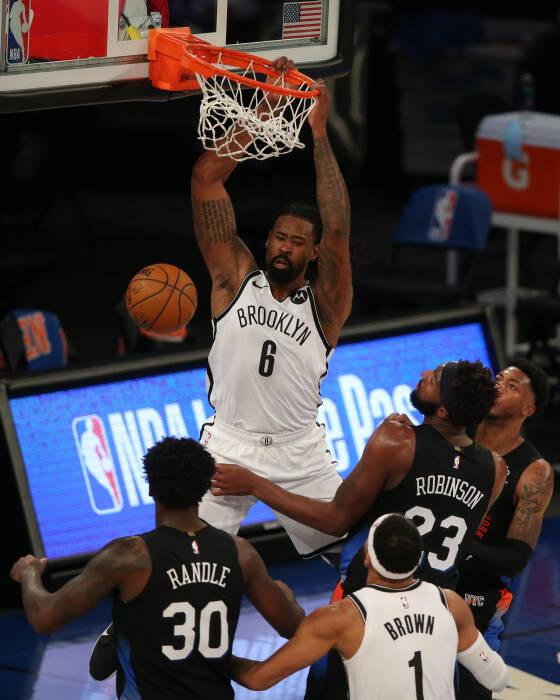 Center Brooklyn Nets DeAndre Jordan (6) melakukan dunk