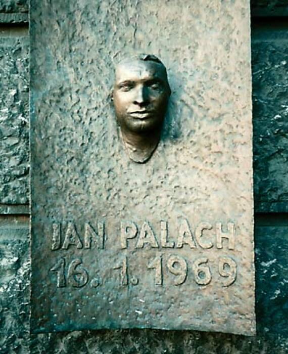 Monumen Jon Palach.
