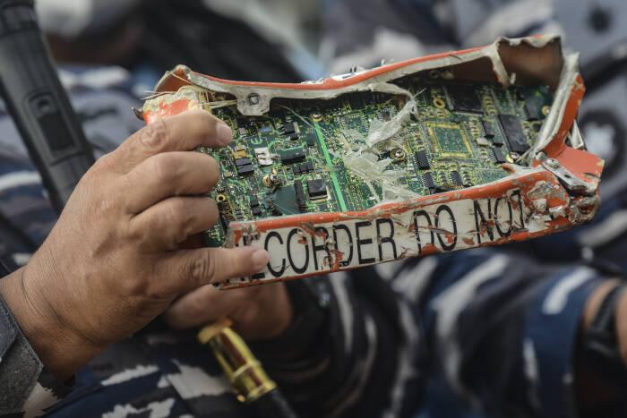 kotak memori cvr pesawat sriwijaya air sj-182, pencarian cvr sriwijaya air, pesawat sriwijaya air jatuh,