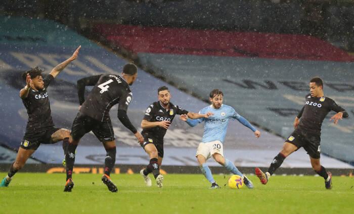 Pemain Manchester City Bernardo Silva mencetak gol pertama mereka