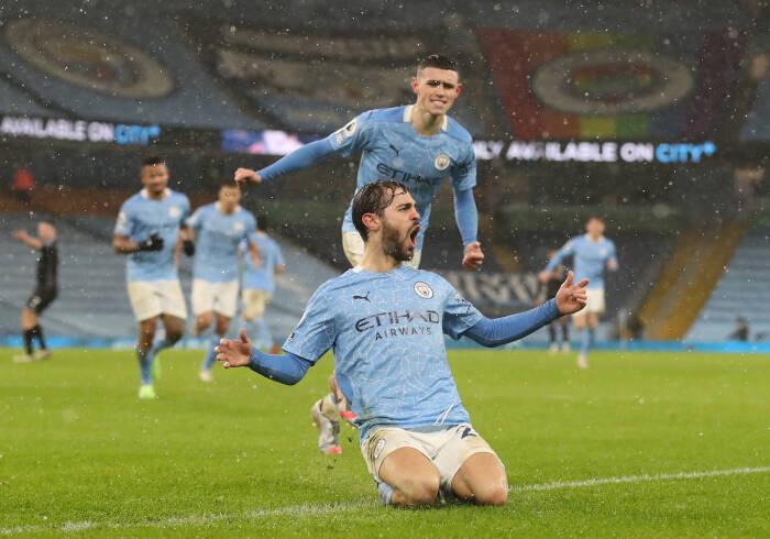 Bernardo Silva dari Manchester City merayakan gol pertama mereka