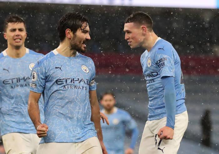 Ilkay Gundogan dari Manchester City merayakan mencetak gol kedua mereka bersama Phil Foden