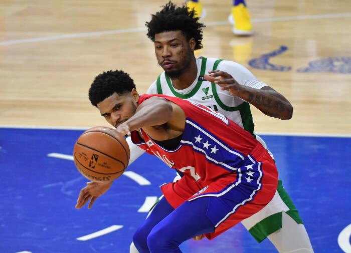 Penyerang Philadelphia 76ers Tobias Harris (12) dijaga oleh guard Boston Celtics Marcus Smart (36)