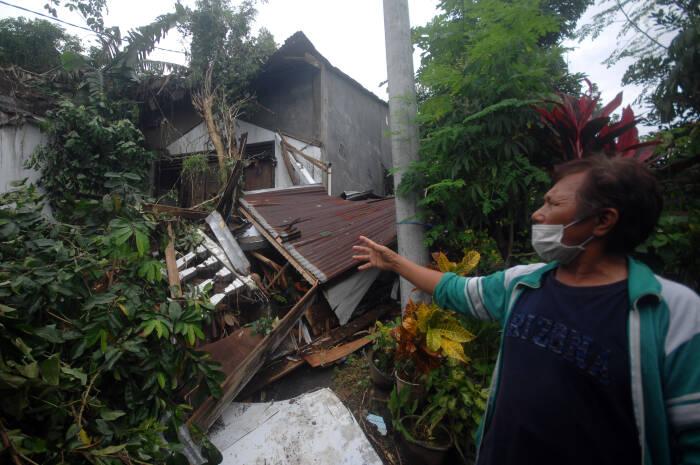 Kondisi salah satu rumah yang terdampak longsor