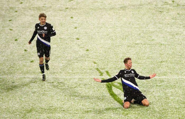 Arminia Bielefeld Michel Vlap merayakan mencetak gol pertama mereka