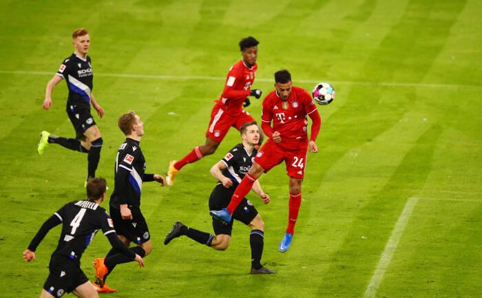 Pemain Bayern Munich Corentin Tolisso mencetak gol kedua mereka