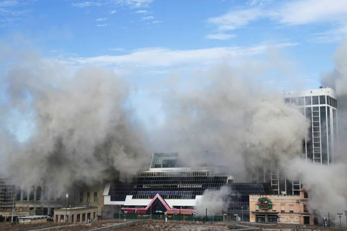 Trump Plaza Casino runtuh setelah pembongkaran terkendali di Atlantic City