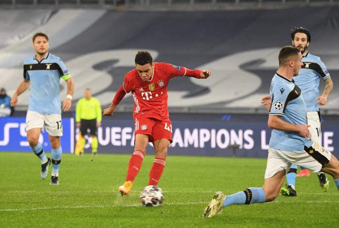 Pemain Bayern Munich Jamal Musiala mencetak gol kedua mereka