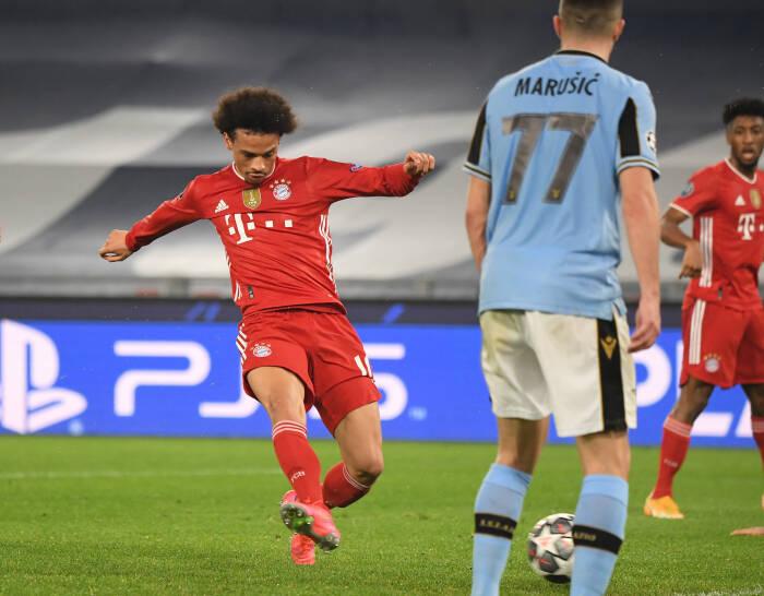 Leroy Sane dari Bayern Munich mencetak gol ketiga mereka