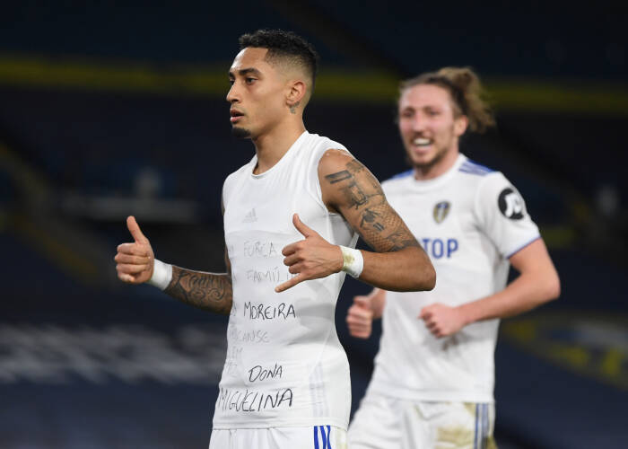 Raphinha dari Leeds United merayakan mencetak gol ketiga mereka (REUTERS/Gareth Copley)